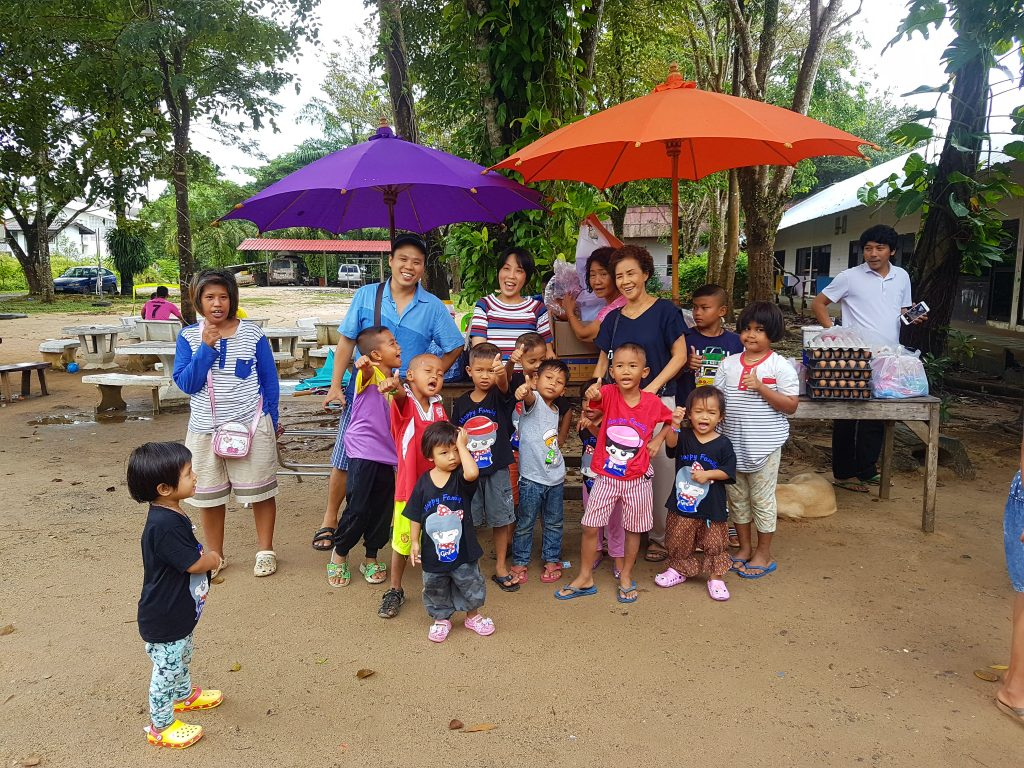Eurphon kids and local Thais posing for a picture