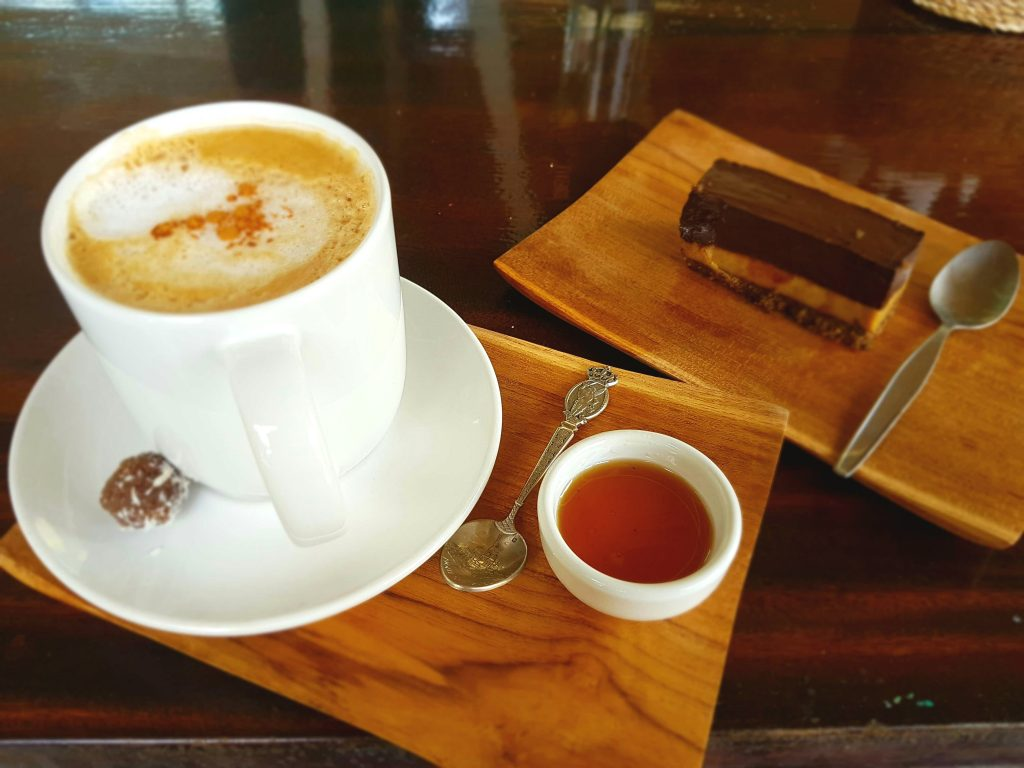 "Cappuccino and a piece of raw ""Snickers"" cake"